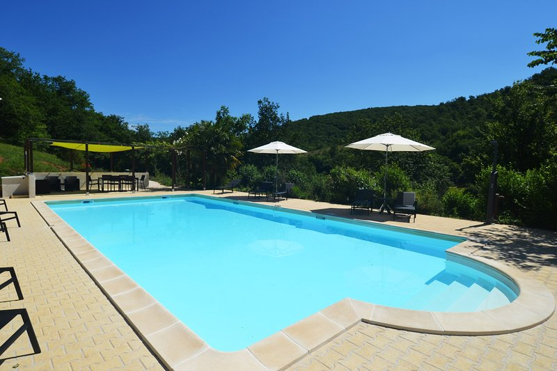 Le Manoir B&B - family suite Négrette - up to 5p -  swimming pool, vacation rental in Lanzac