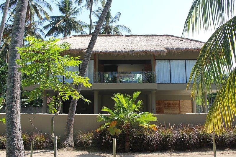 Verve Villa 2 - Magnificent private 3 bedroom villa on the beach., vacation rental in Lendangluar
