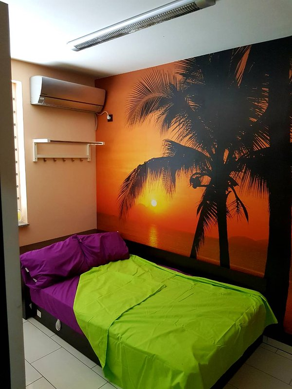 Italiano - Fashionable 1 bedroom Apartment in the heart of Student City., holiday rental in German