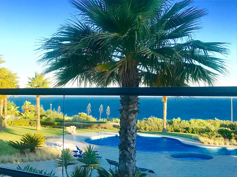 5* STAR OCEAN VIEW APARTMENT - by the Beach,wonderful sea views,2 pools,sauna,, holiday rental in Faro District