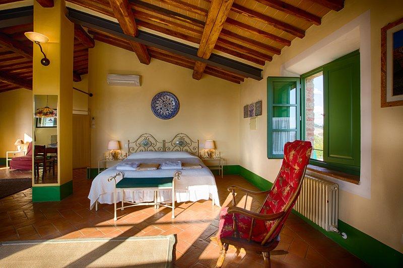 BELVEDERE Appartamento con vista mozzafiato e piscina, vacation rental in Buonconvento