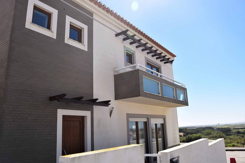 Bayview House- Oceanviews of Baleal and Peniche, holiday rental in Serra del Rei