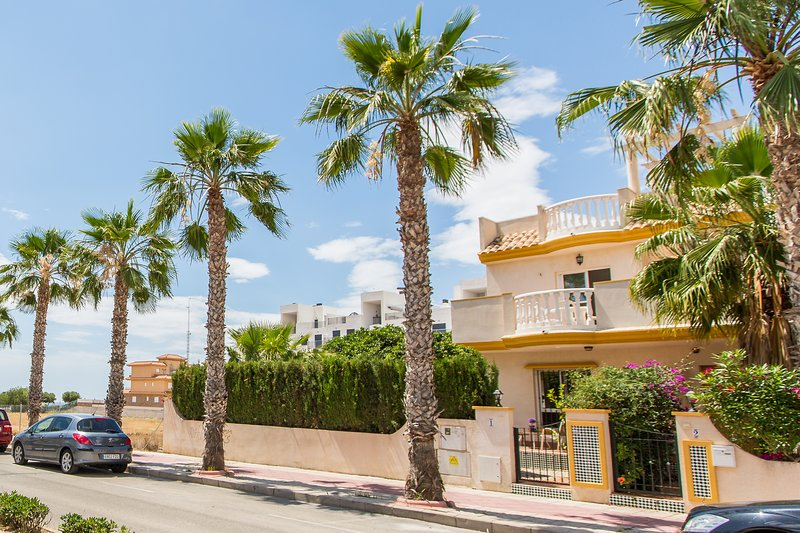 Cabo Roig sea view villa with airco and wifi, holiday rental in Cabo Roig