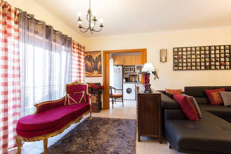 Spacious house with balcony & Wifi, alquiler vacacional en Turquel