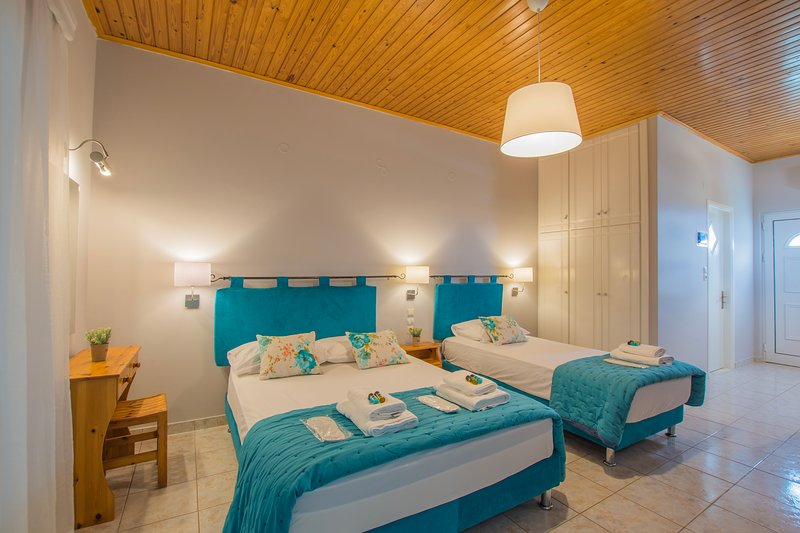 Pablo Studio for 2-3 guests next to the sea in Porto Giardino, Kypseli!, casa vacanza a Neromilos