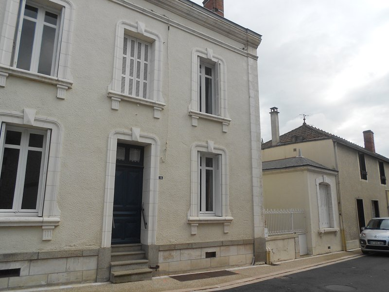 Amazing house with garden & terrace, vacation rental in La Chapelle-Gaudin