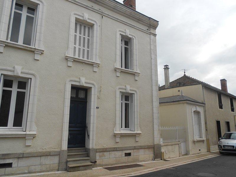 Amazing house with garden & terrace, location de vacances à Noizé