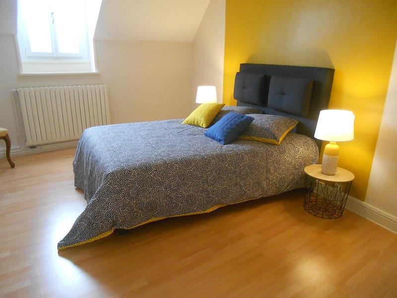Amazing house with garden & terrace, vacation rental in Saint-Jean-de-Sauves