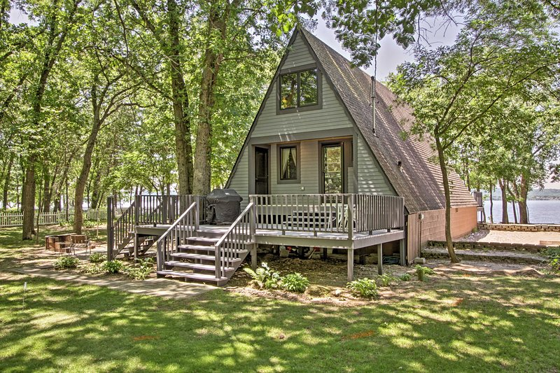Nestled on the shore of Lake Pepin, this cottage comfortably sleeps 6 guests.