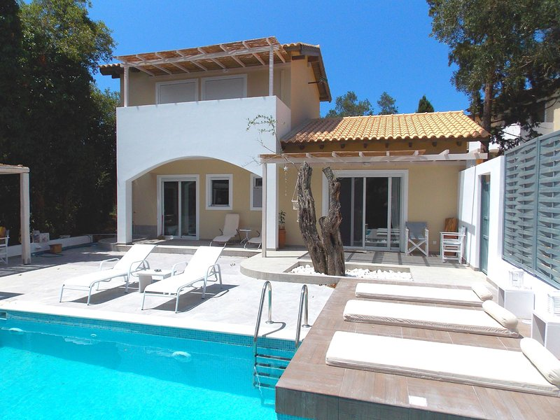 Villa Nikos: Brand New, private pool, Jacuzzi, WiFi, A/C, holiday rental in Kalafationes