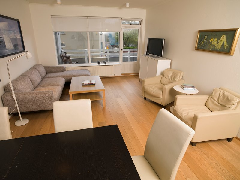 Beautiful central apartment close to the city center and the ocean, vacation rental in Seltjarnarnes