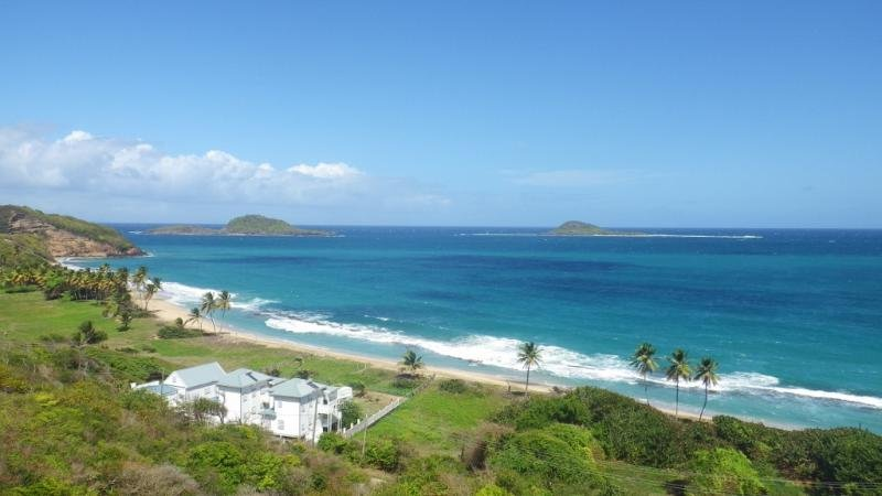 Moonfish Beach Houses - Pelican Villa - Fully detached, Waterfront, Pool!, holiday rental in Saint Andrew Parish