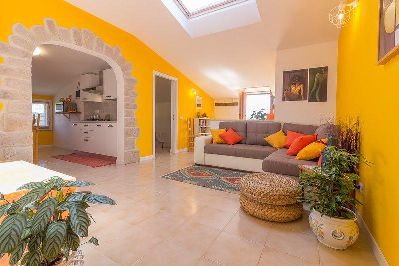 Bellissimo appartamento a 15 minuti dalla spiaggia della CINTA - San Teodoro, holiday rental in Monti