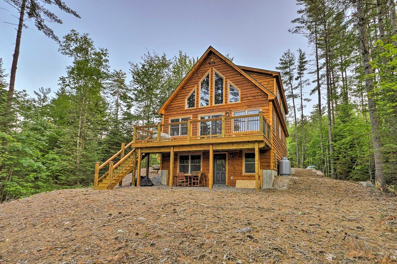 Dream Log Cabin in Bethel - 15 Min. to Ski Resort!, alquiler de vacaciones en Bryant Pond