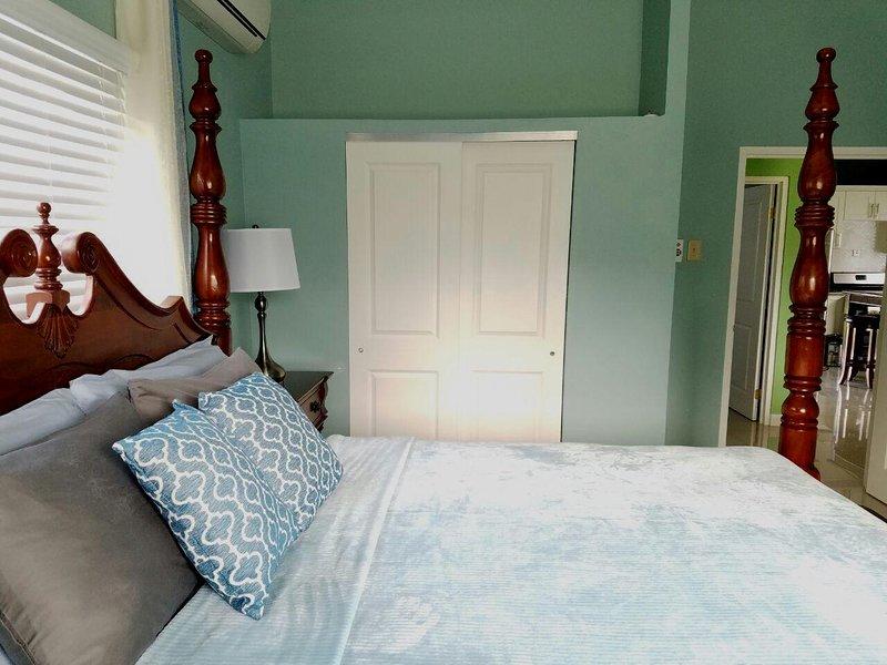 Dormitorio principal, vista lateral que muestra el armario