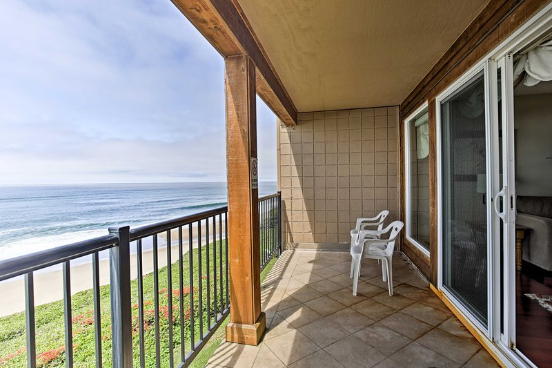 Oceanfront Oregon Getaway - Steps to Lincoln Beach, holiday rental in Lincoln Beach