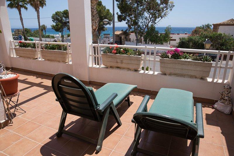 2 bedroom, 2 Bathroom Front Line Apartment, location de vacances à Mojacar Playa