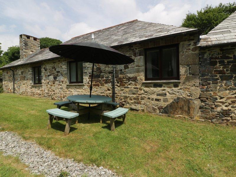 BYRE, all ground floor, hot tub, near Lostwithiel, Ref 960171, vacation rental in Lanivet