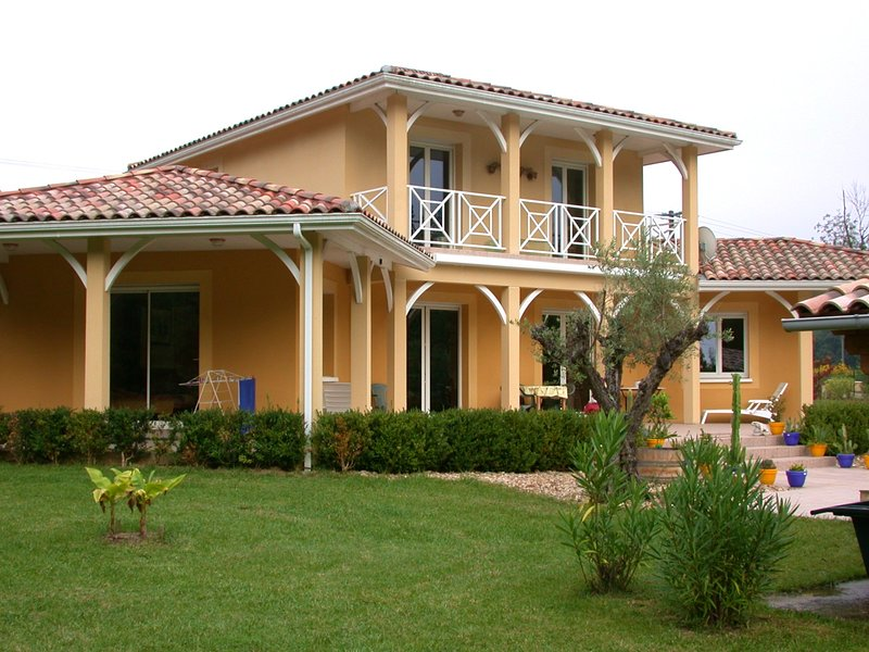 Amazing villa with swimming-pool, holiday rental in Mezin