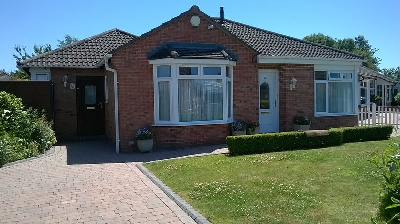 ENJOY A RELAXING BREAK IN THIS LOVELY 1 BED LET,  SET IN A VERY QUITE CUL-DE-SAC ON THE SOUTH COAST.