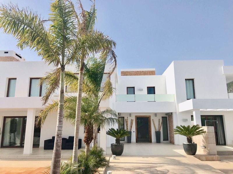 Villa Armonia Sant Jordi de Ses Salines Ibiza, holiday rental in Playa d'en Bossa