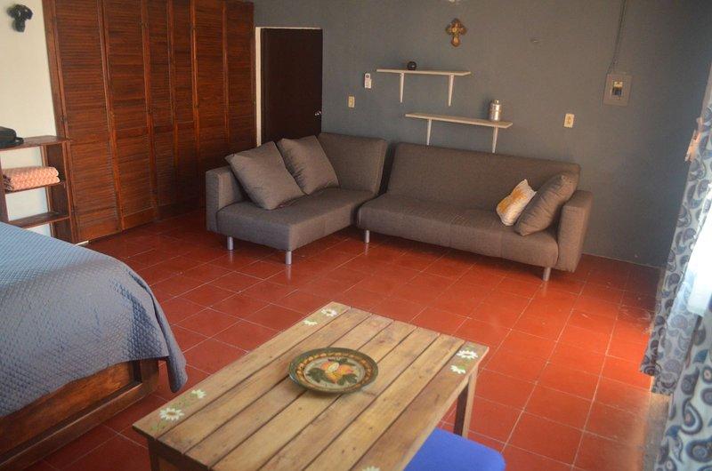 Comfortable apartment in Centro Historico, vacation rental in Merida