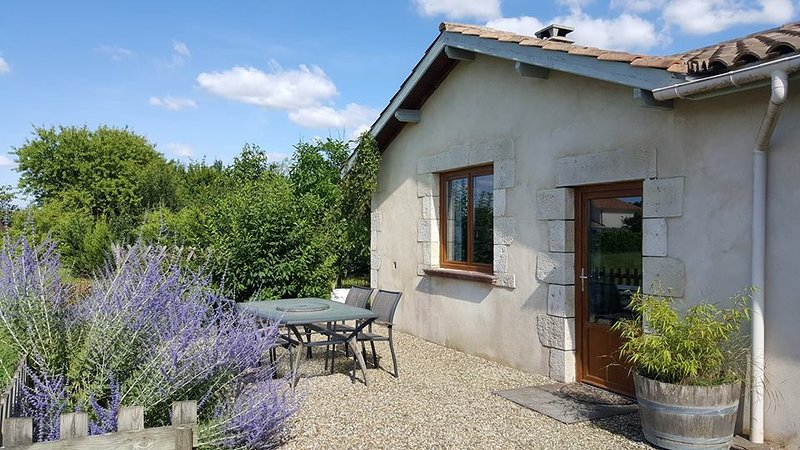 Self contained apartment in Eymet, Dordogne Aquitaine. Quite Location for 2., holiday rental in Eymet