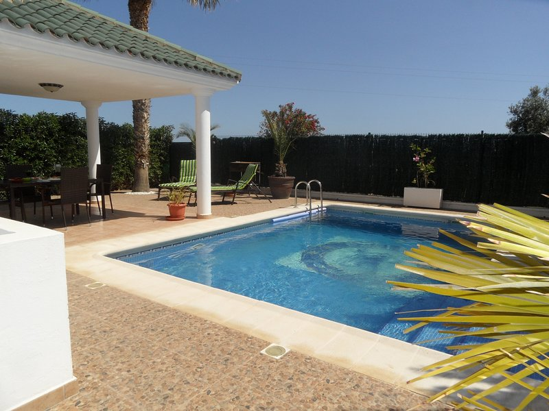 Casa Farv, 3 bed 2 bath villa, Private pool. WIFI/AIRCO. 15 mins walk to beach, holiday rental in San Juan de los Terreros