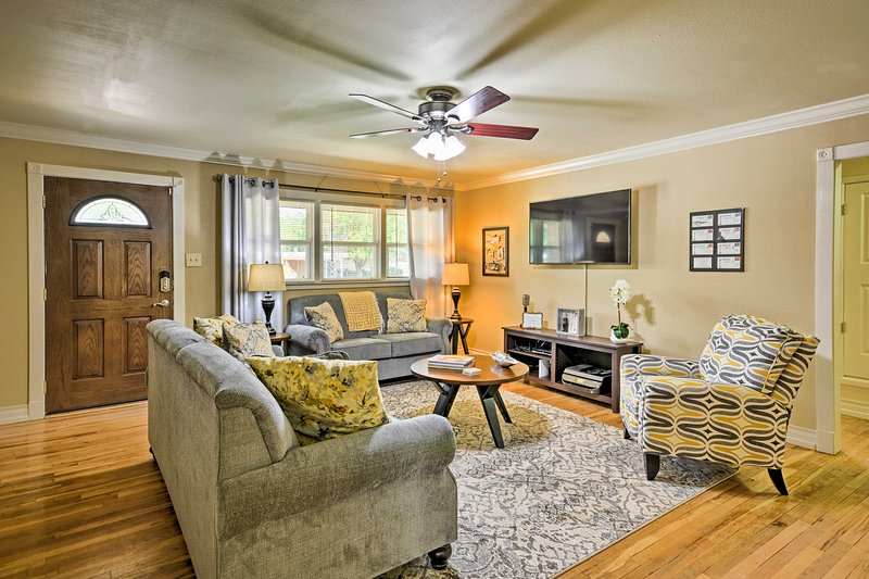 Perfect Call This 2 Bed, 2 Bath Home While Vacationing In Lubbock, TX
