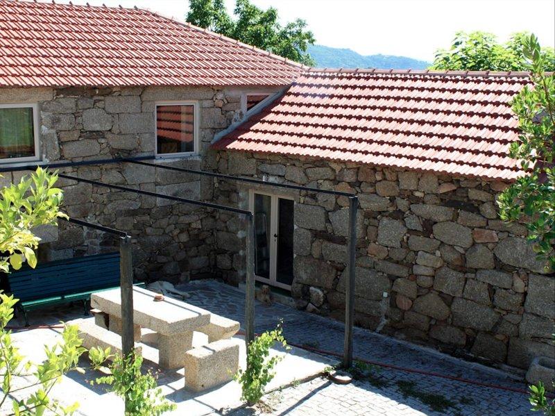Casa da Eva at Terrus Winery, holiday rental in Santa Marta de Penaguiao