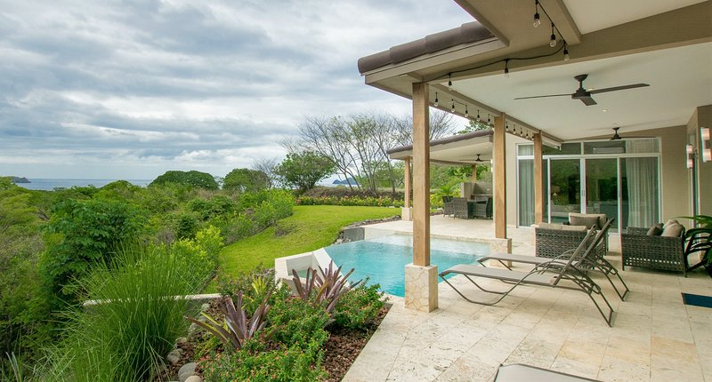 New Modern OceanView Home in Playa Hermosa - Casa Circo, alquiler vacacional en Playa Hermosa