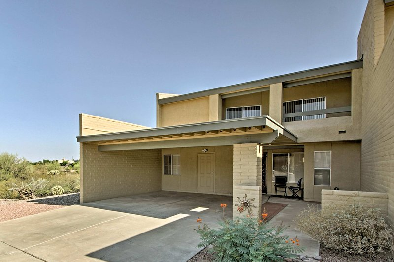 Experience beautiful Tucson from this tranquil vacation rental townhome.