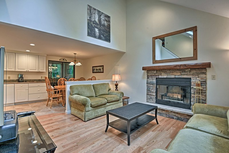 Rustic Pocono Lake Home w/Deck, Fire Pit by Skiing, vacation rental in Thornhurst