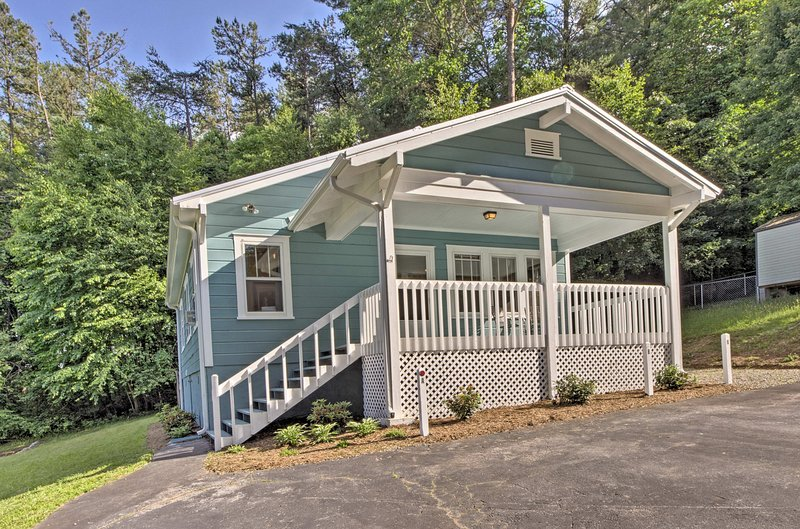 This quaint cottage is the perfect home base for 4 lucky guests.
