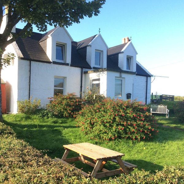 Mable's Cottage Skye - 100% Dog friendly detached cottage, holiday rental in Kilmaluag