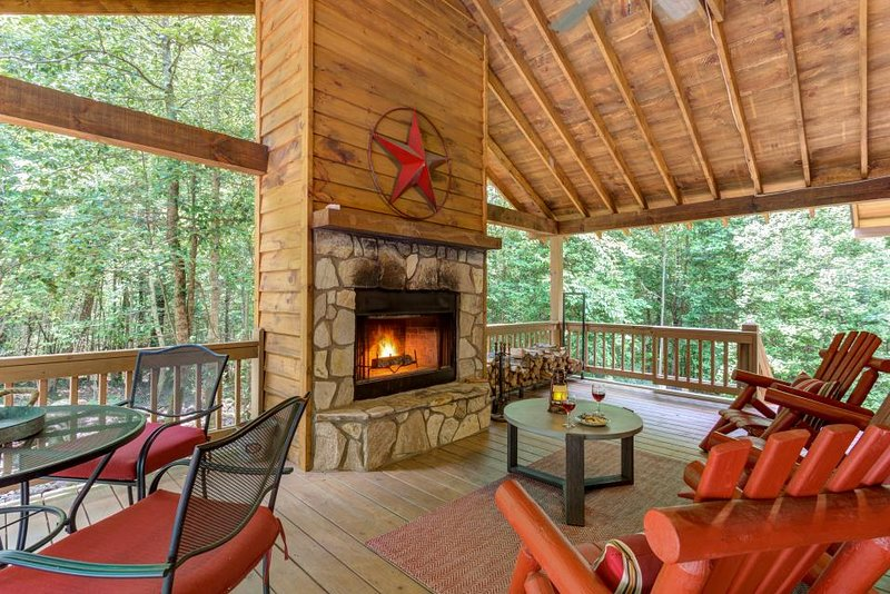 Dog Friendly Cabin With A Private Hot Tub Fenced Yard And A