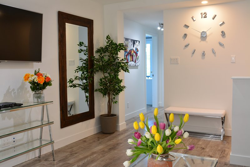 PRIVATE ROOFTOP TERRACE  - Perfect for Gatherings - 95% Walk Score!, vacation rental in Montreal