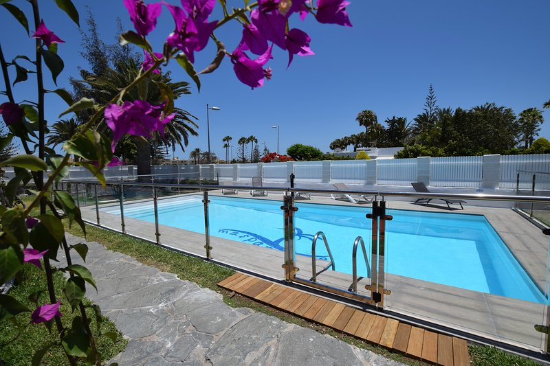 Fantastic location6  wifi included, 500mt from Dunes 300mt from Yumbo, vacation rental in Maspalomas