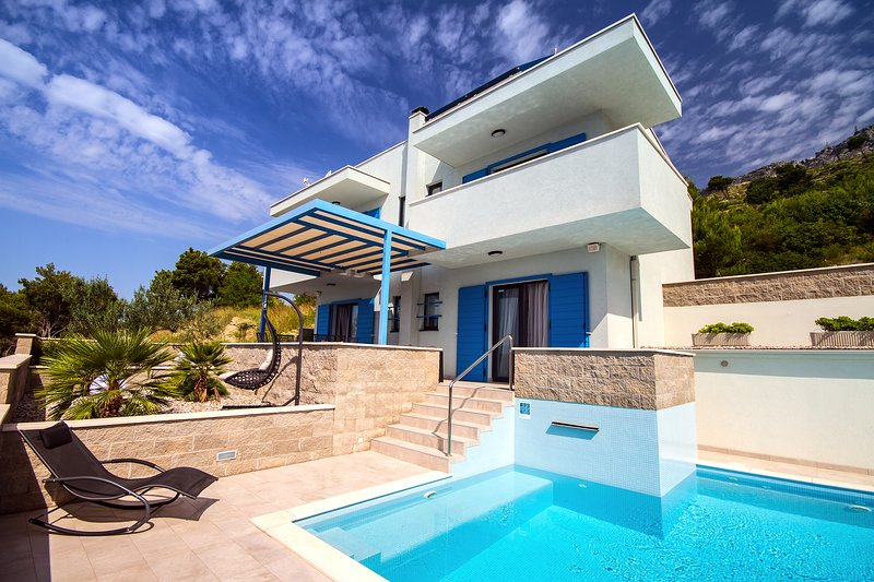 Villa Allegra with private heated pool and opened sea view