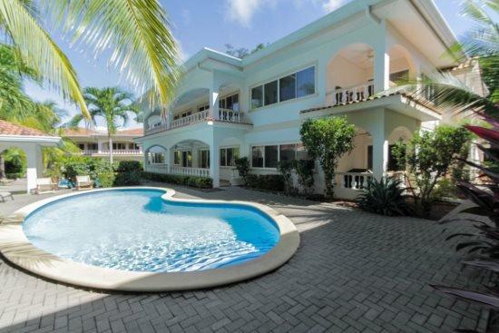 First Floor Condo - Walking distance to Playa Hermosa Beach - OB#11, aluguéis de temporada em Playa Hermosa