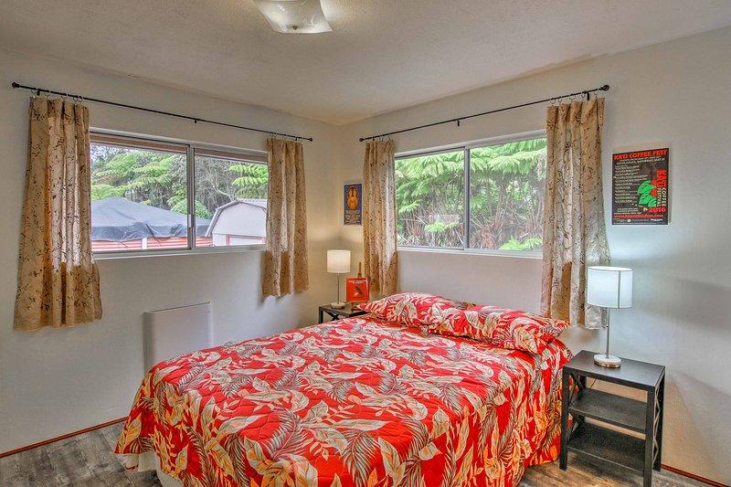 Esta tercera habitación es luminoso gracias a la ropa de cama y las ventanas!