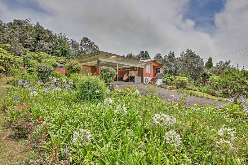 La casa está ubicada en la aldea de volcán en la isla grande de Hawaii!