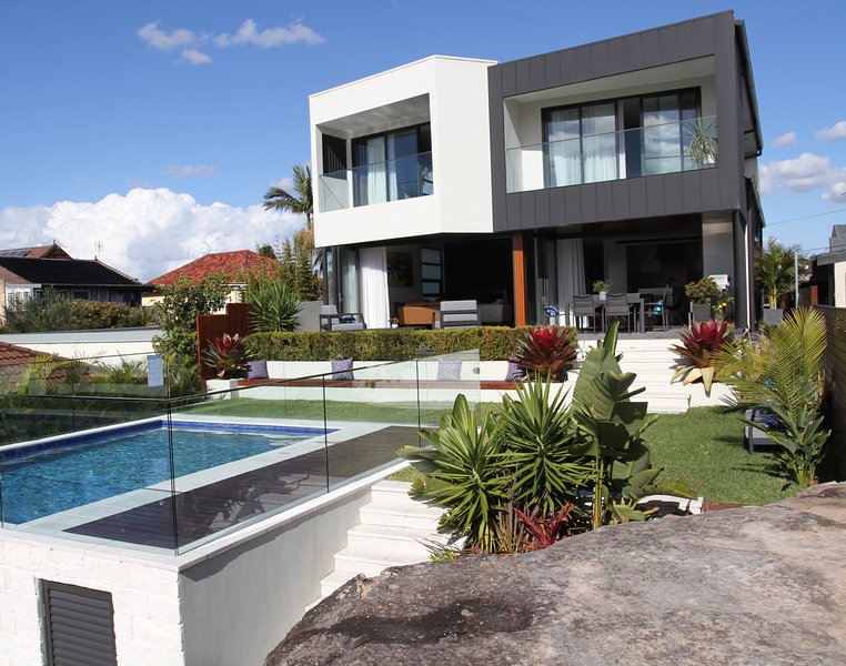Luxury Family Holiday House with Everything, holiday rental in North Narrabeen