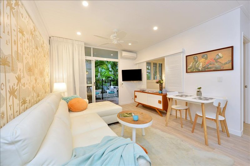 Retro Coconut / Apt 106, vacation rental in Port Douglas