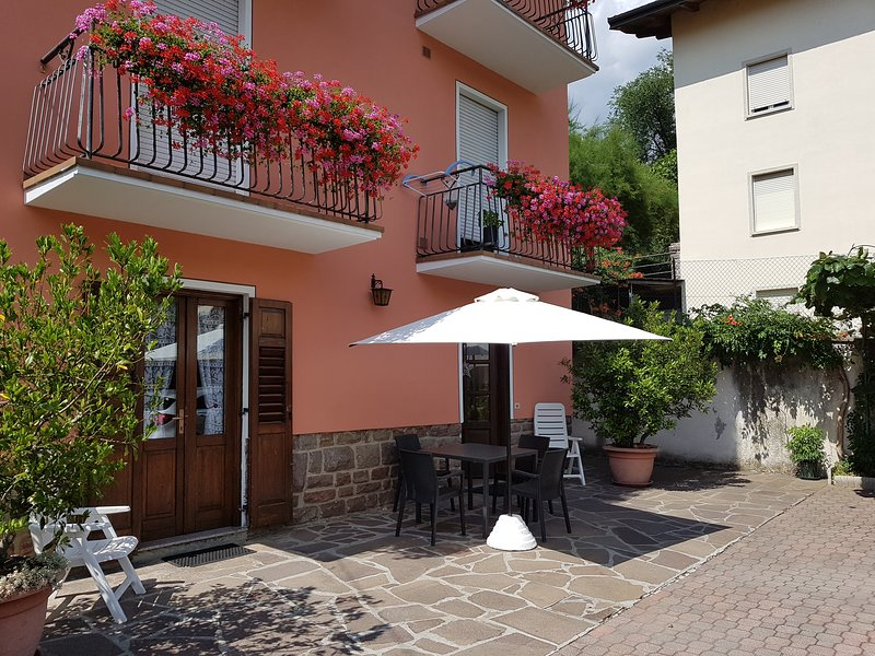 CASA LIDO VICINISSIMA AL LAGO - COD. CIPAT022104-AT-063329, vacation rental in Telve