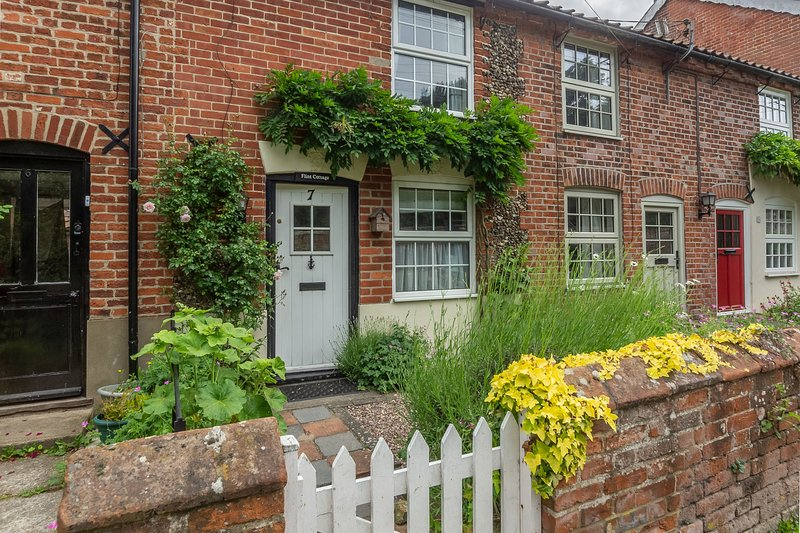 Flint Cottage, holiday rental in Blyford