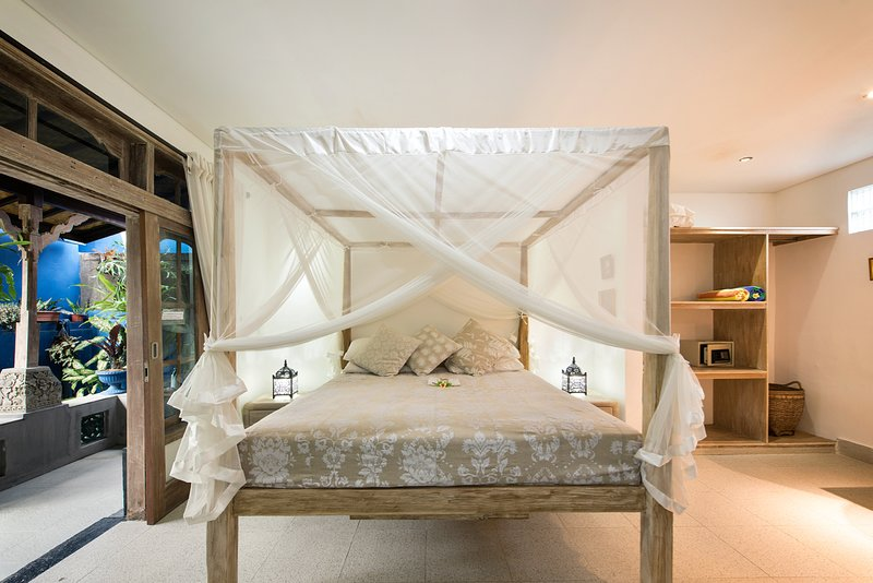 Sandat suite King bed + sofa bed for 2 children sharing this room. AC, Fan, TV, DVD, tea and coffee