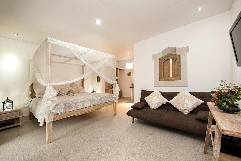 canapé-lit Sandat suite se transforme en lit double pour les enfants de moins de 12 ans partageant. Elle peut accueillir 1 lit d'appoint