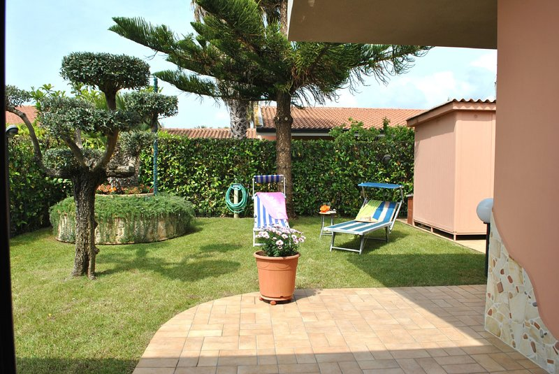 Casa indipendente per 6 persone vicino alla spiaggia, alquiler vacacional en Monte San Biagio