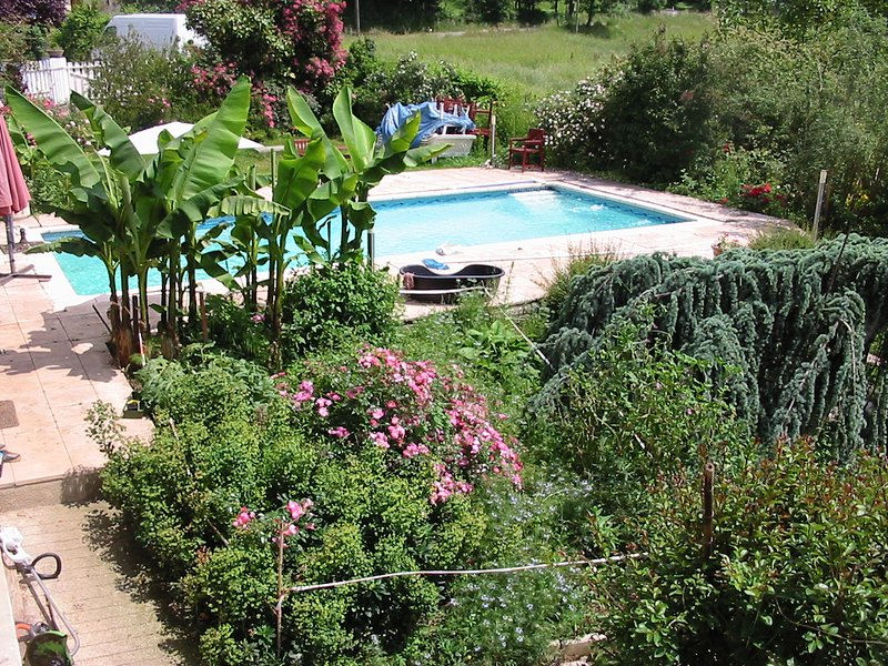 Nice property with shared pool, holiday rental in Roumegoux